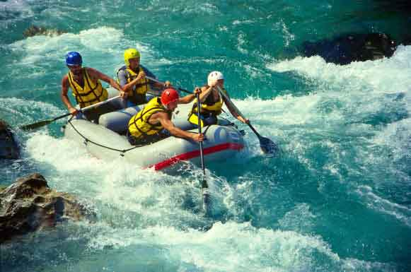 guys doing rafting